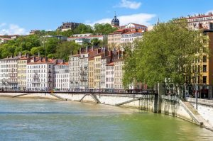 lyon transfer vct tours travelling france